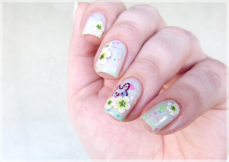 frühlingshaftes Nageldesign mit Blüten