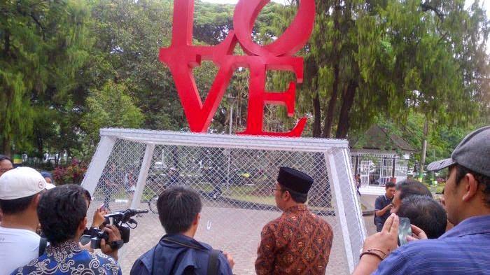 Taman Cinta Bandung, Gembok Cintamu Disini