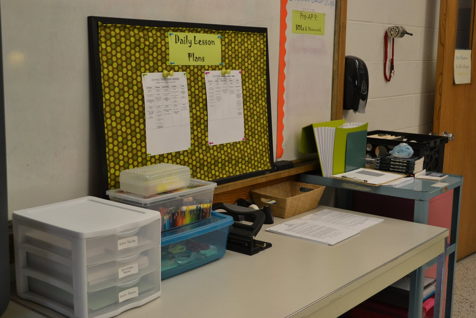 e myself and i classroom organization tips