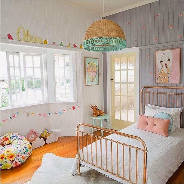 de quartos de miúdo, a preto e branco, com alguns detalhes de cor