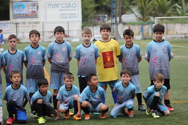 Escolinha do Grêmio Cachoeira participa de finais do metropolitano