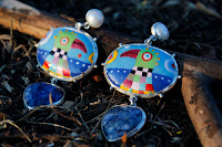 Auskari: sudrabs-Ag925,pērles,lazurīts, emalja. Cena:69Ls