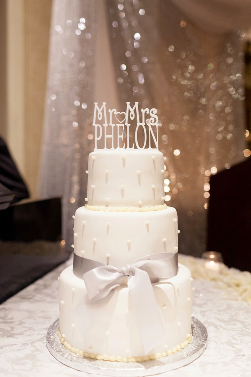 white dotted cake photo