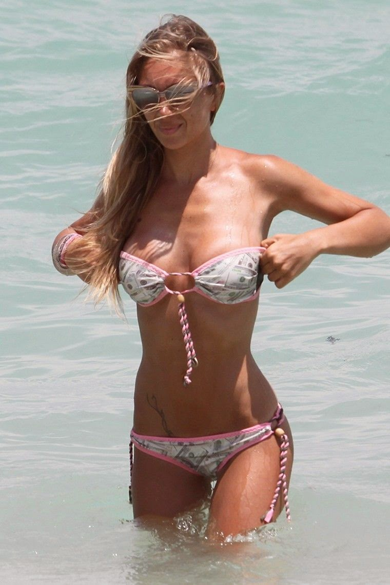 Laura Cremaschi got plenty of sun and relaxation in her Miami getaway on Monday, May 5, 2014.