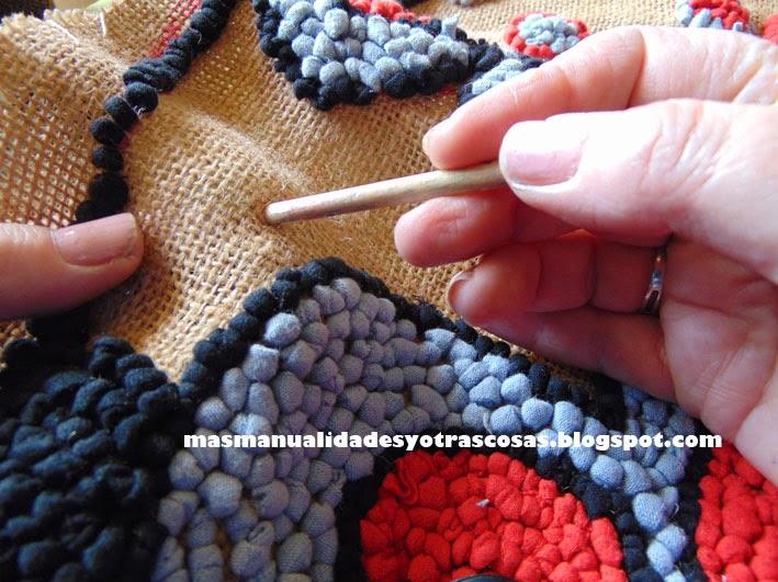 M s manualidades y otras cosas bolso de trapillo for Como hacer alfombras en bordado chino