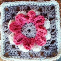 http://translate.googleusercontent.com/translate_c?depth=1&hl=es&rurl=translate.google.es&sl=en&tl=es&u=http://www.annoocrochet.com/2013/01/rose-blooming-granny-free-pattern.html&usg=ALkJrhiKwPn1ScBbfCuVaTCn9H4_xmJsmw