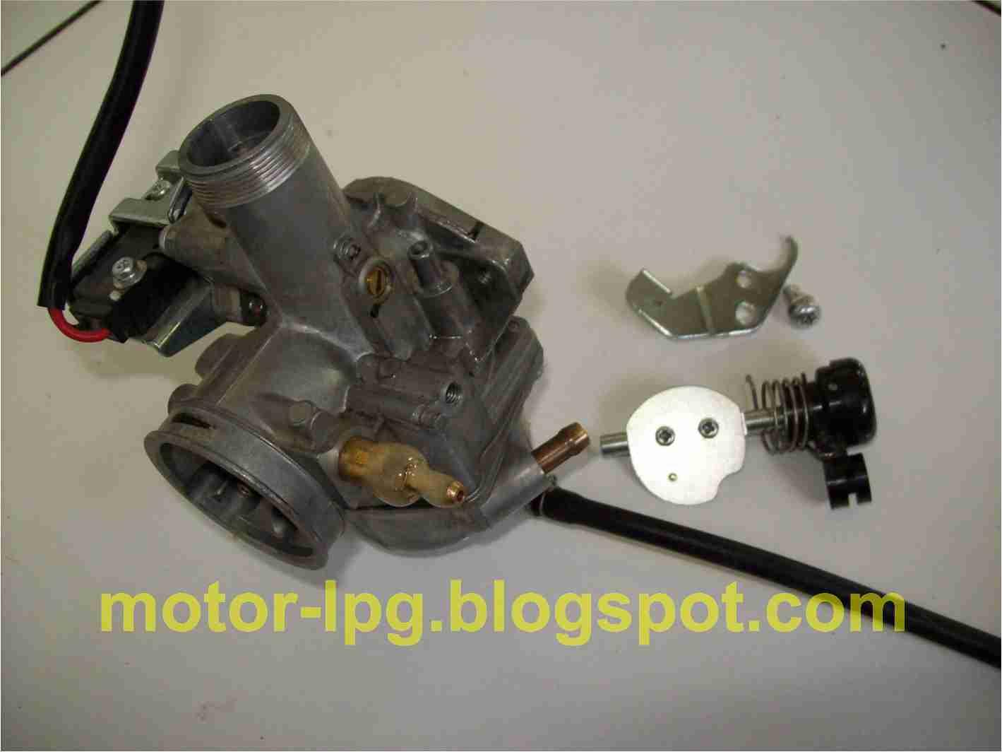 Gambar 2. Pemasangan naple masuk gas LPG dengan