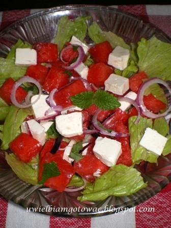 Sałata z fetą i arbuzem