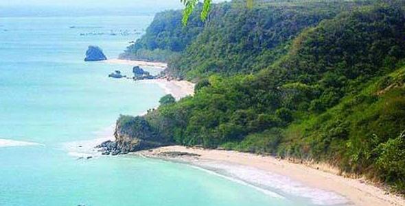 Keindahan dan Keaslian Pantai Cemara yang Masih Alami