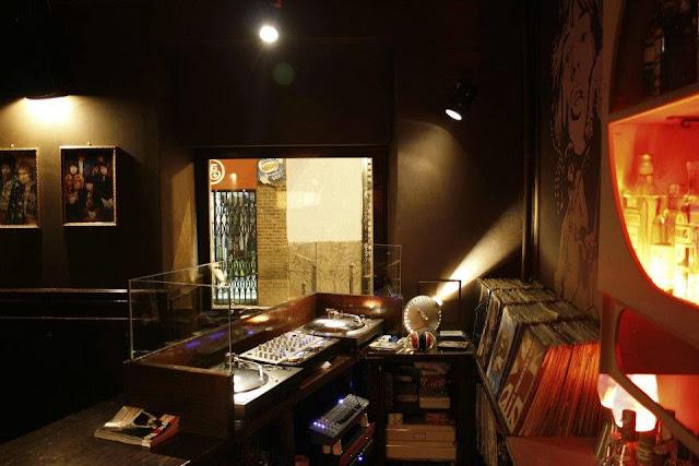 Bar Mercurio, DJ (con vinilos)