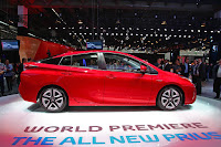 2016 New Toyota Prius style show side view