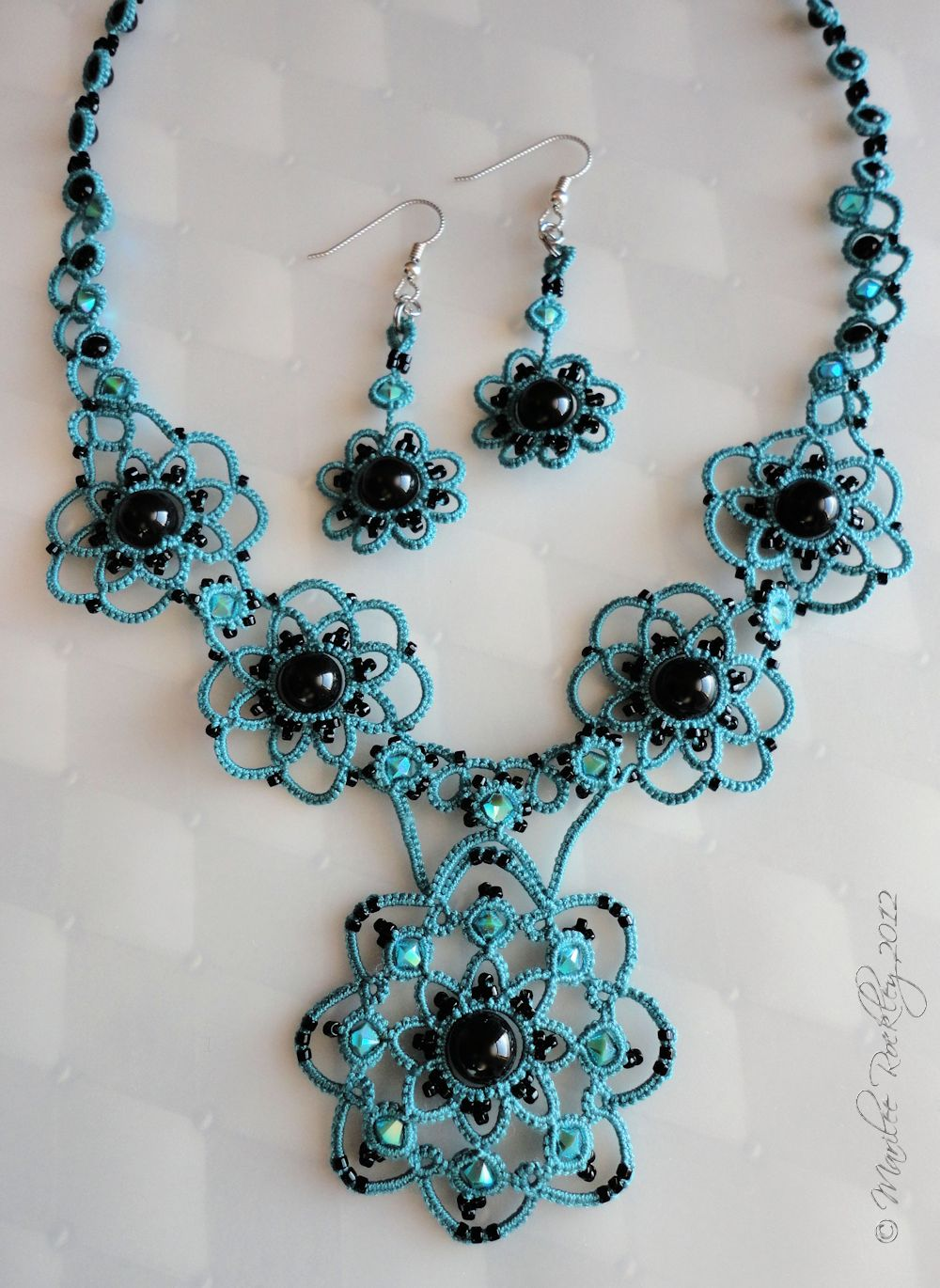 yarnplayer 39 s tatting blog turquoise tatted set with black