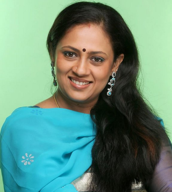 Tamil Actress Lakshmi Ramakrishnan hot photos,Tamil Aunty Actress ...