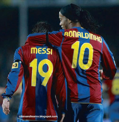 Ronaldinho & Lionel Messi Shoulder To Shoulder Barcelona Hd Wallpaper