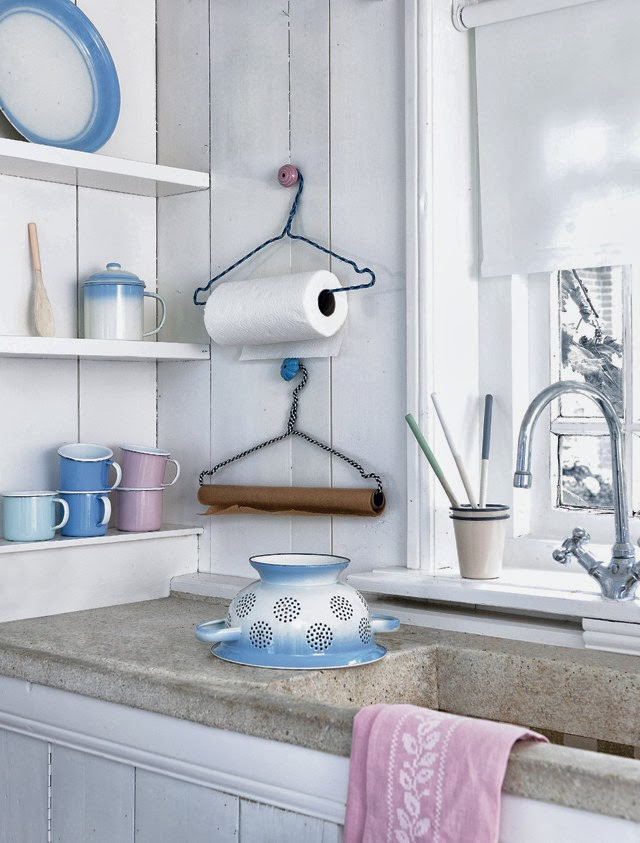 CLEVER WAYS TO UPCYCLE HANGERS | thee Kiss of Life Upcycling