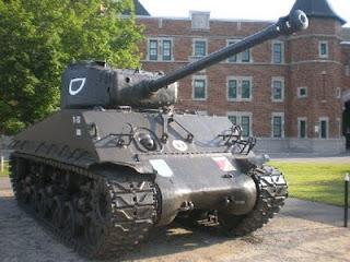 char d'assaut, Sherman M4A3E8, caserne militaire