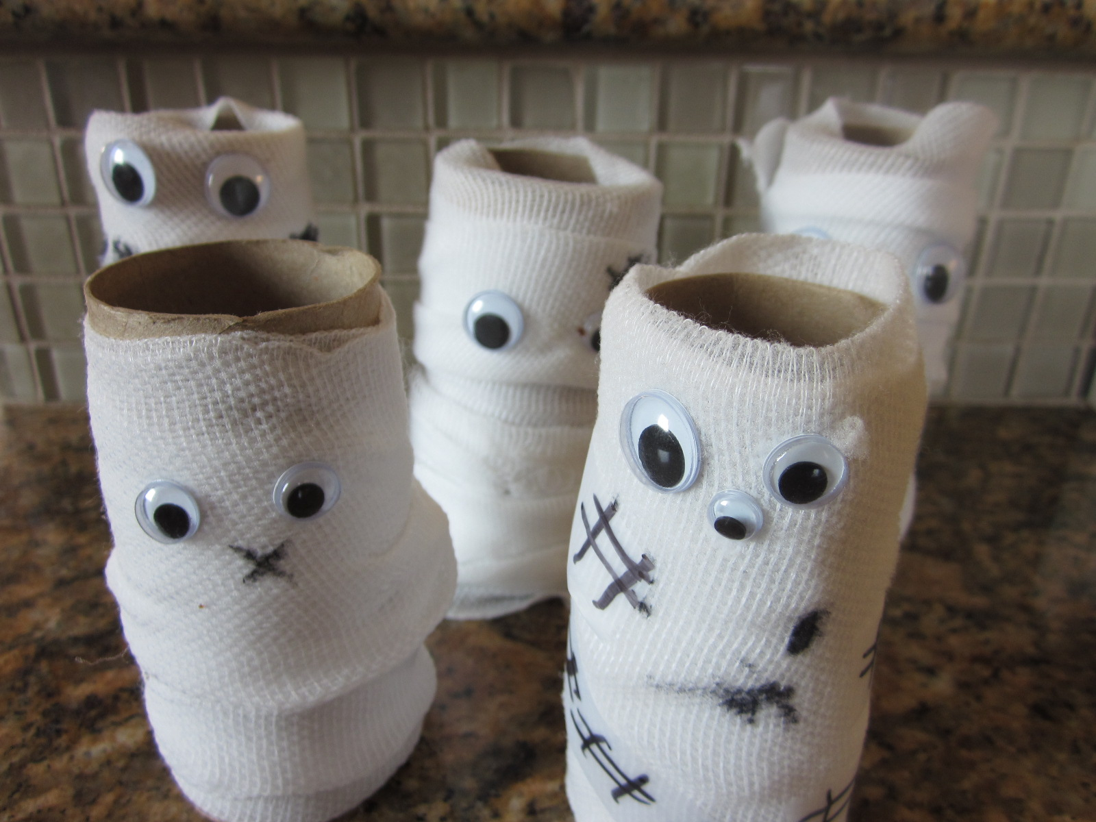 Holiday ideas on pinterest brain cupcakes halloween and Toilet paper roll centerpieces