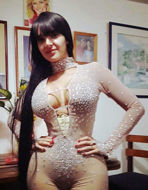Model wears corset 23 hours a day in bid to achieve 20 inch waist