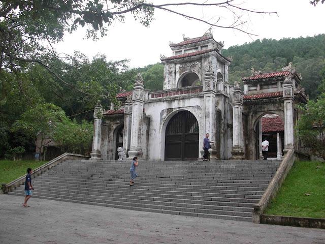 cho thuê xe ở Thanh Hóa-Đền Bà Triệu
