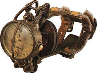 jam tangan aneh