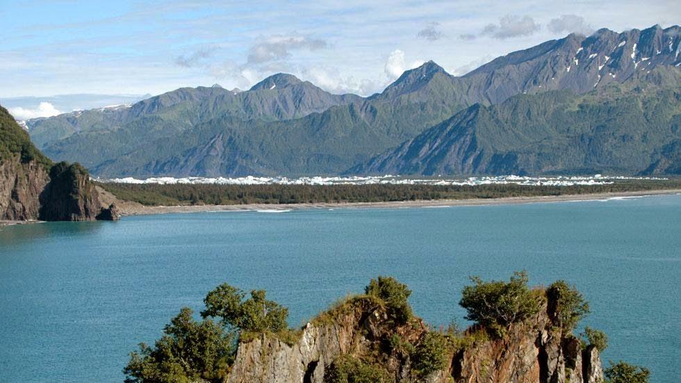 Las huellas del cambio climático en Alaska durante más de 100 años Bear+Glacier+(2005)+-+This+is+Alaska's+Muir+Glacier+&+Inlet+in+1895.+Get+Ready+to+Be+Shocked+When+You+See+What+it+Looks+Like+Now.