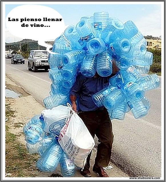 hombre cargando botellas