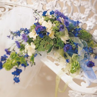 Beauty White And Blue Wedding Flowers
