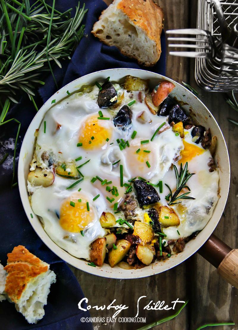 Cowboy Skillet: New Potato Medley, Italian Sausage and Eggs #TopTater