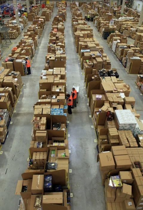 gambar gudang amazon.com