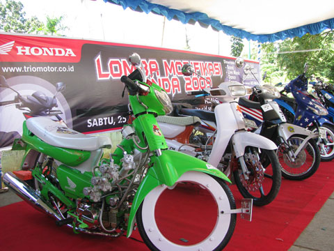 motor Honda Grand diatas membuat kita teringat masa lalu tentang motor title=