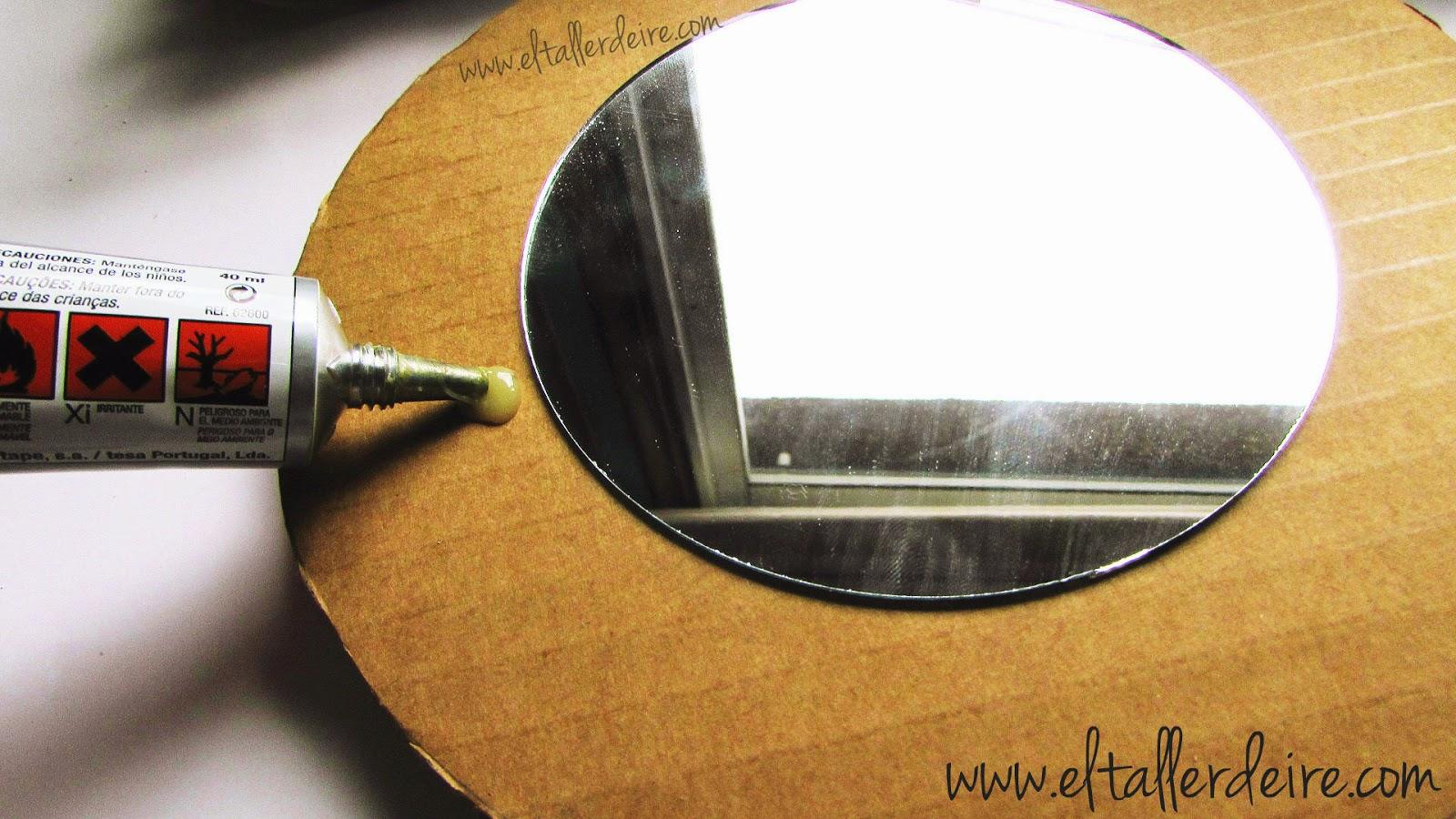 C mo hacer marcos de espejos con conchas el taller de ire for Como colgar un espejo