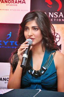 Shruti Haasan Latest Glamorous HD Photos
