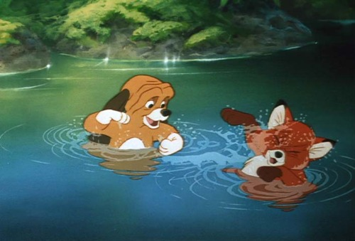 "Copper and Tod playing ""The Fox and the Hound"" 1981 disneyjuniorblog.blogspot.com"