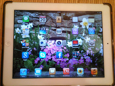 iPad 2 home screen and update notification