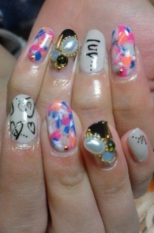 Glam-Chic-Fall-2012-Nail-Art-Designs-1