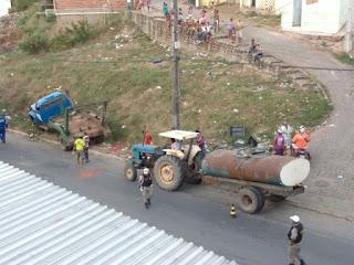 Carro da coleta de lixo da Prefeitura de Guarabira apresenta problema nos freios em ladeira e para em barreira