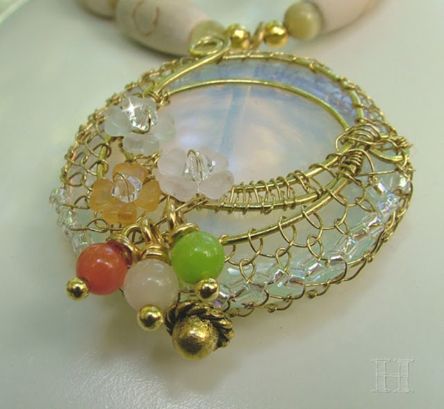 wire net bezel for opal pendant