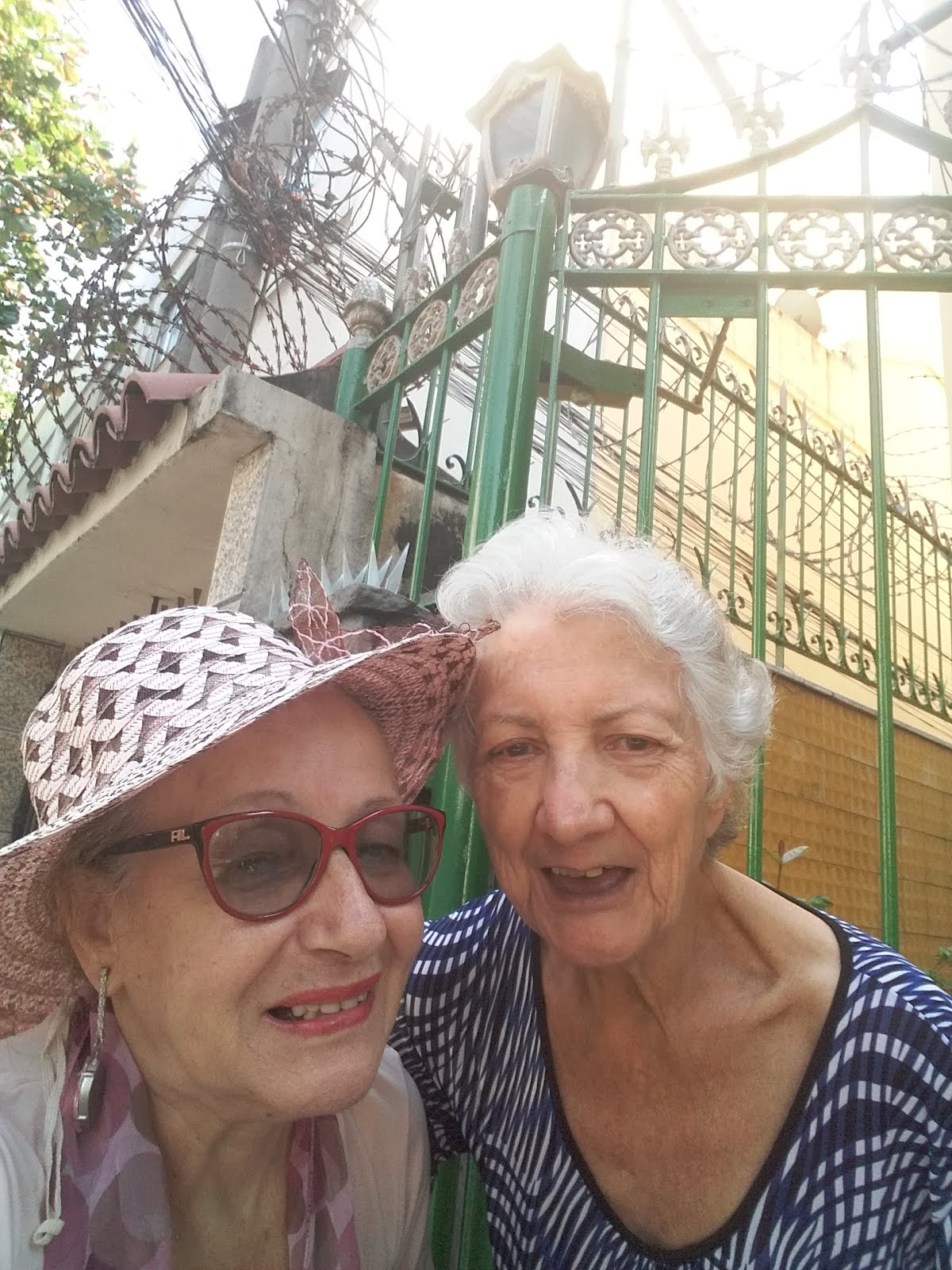 Com dona Rosa vizinha italiana de 85 anos