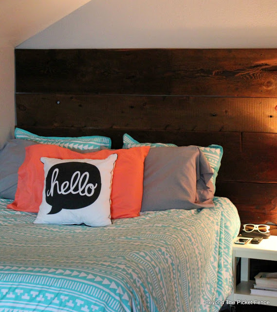 reclaimed wood wall, barnwood, headboard, rustic decor,  http://bec4-beyondthepicketfence.blogspot.com/2015/12/these-are-few-of-my-favorite-things_30.html