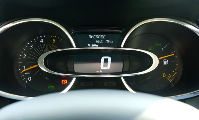 Renault Clio Eco instruments
