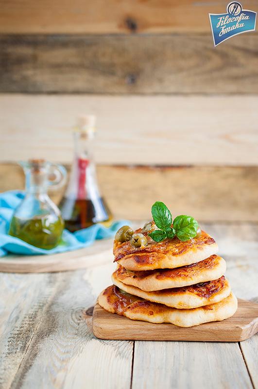 Pizzetki  salami i oliwkami