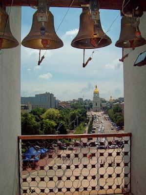 Вид с Михайловской колокольни на площадь