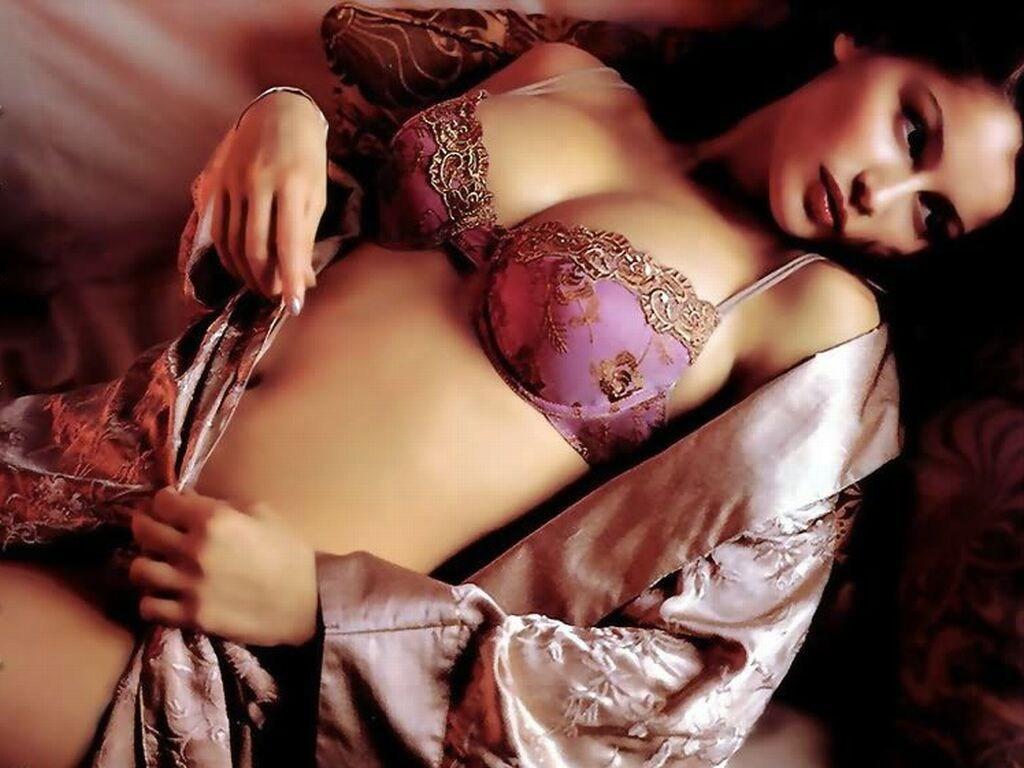 Laetitia Casta topless pics