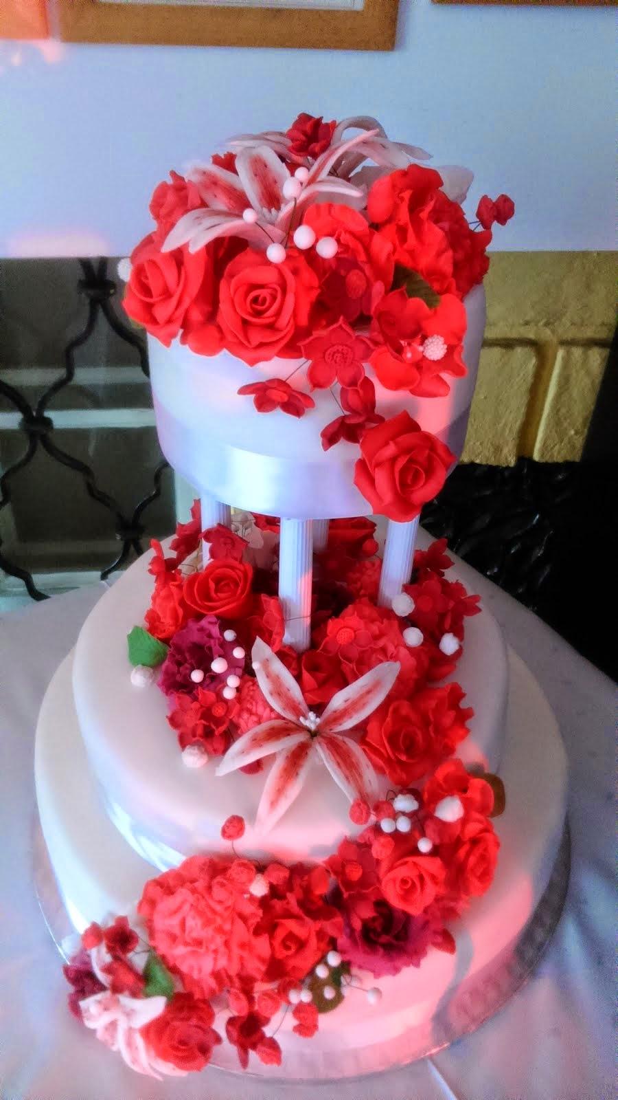 Svadobná torta červeníá