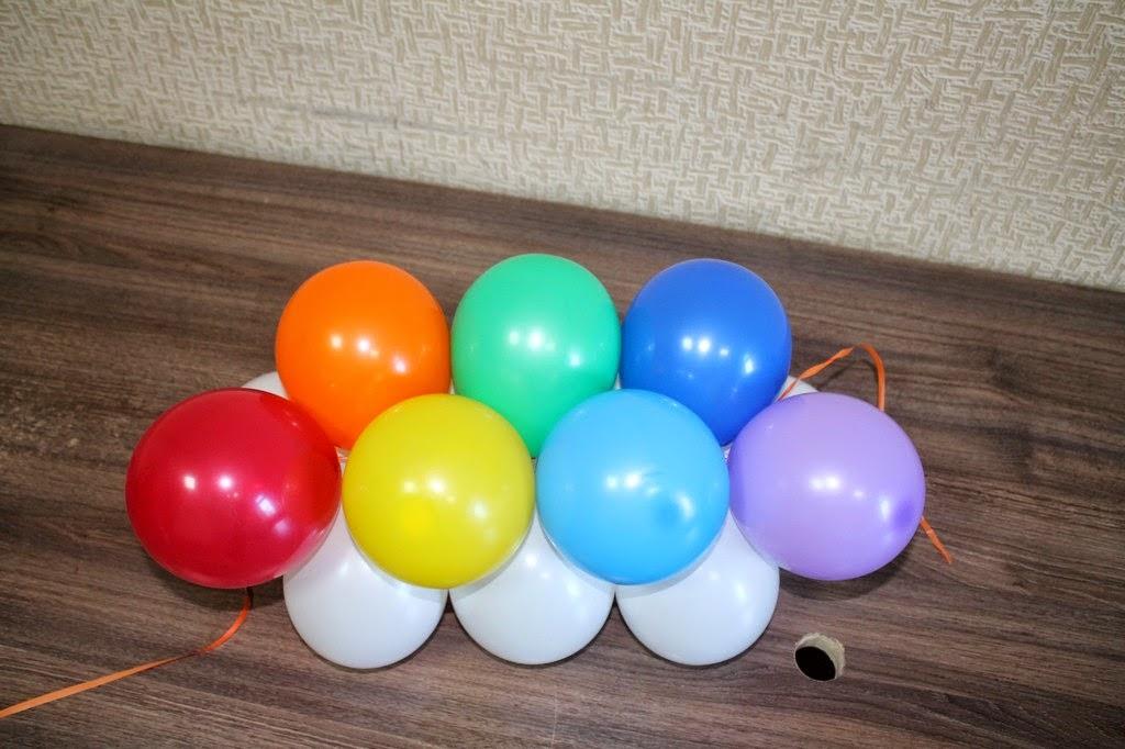 квадратная гирлянда из двоек воздушных шаров
