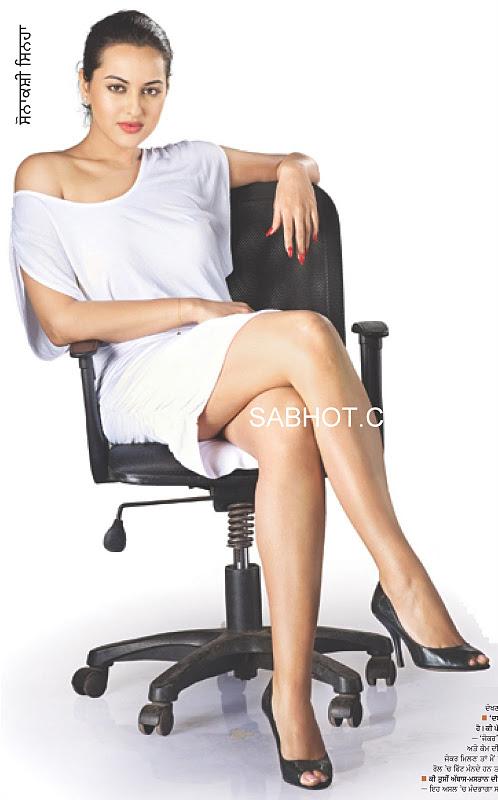 Sonakshi+thigh+milky.JPG