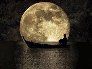 Luna en el mar