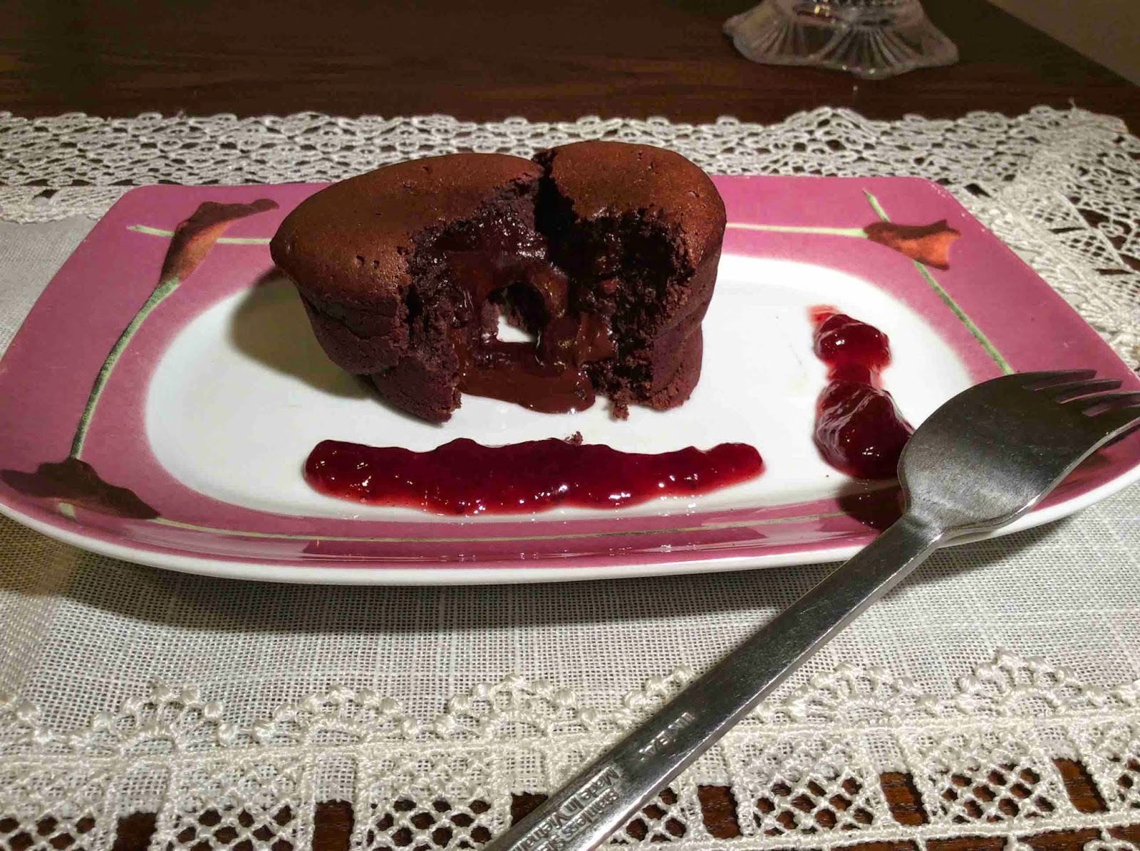 Sugerencia de presentación de Coulant con mermelada de fresa