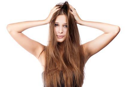 خطوات لتتخلصى من قشرة الشعر للأبد  - dandruff shampoo hair