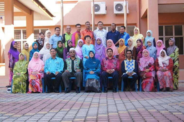 Gambar Guru dan Staf 2012